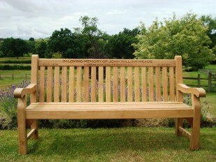 Памятные скамейки